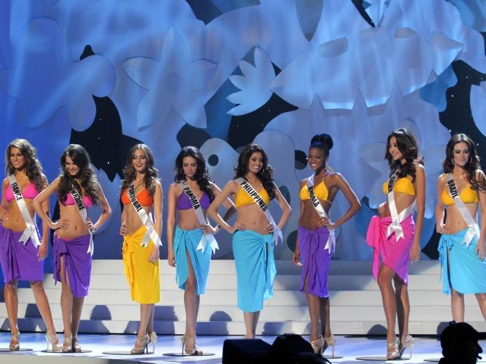 Oito das dez finalistas do Miss Universo 2011 mostram suas curvas posando de biquíni para os jurados e o público, em São Paulo Saiba mais sobre a vitória d...