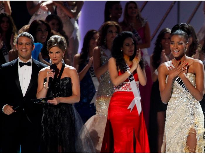 A angolana Leila Lopes se emociona ao ouvir o anúncio de que foi eleita Miss Universo 2011 Saiba mais sobre a vitória da angolana Leila Lopes