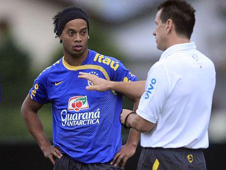 Ronaldinho e Dunga 530x338
