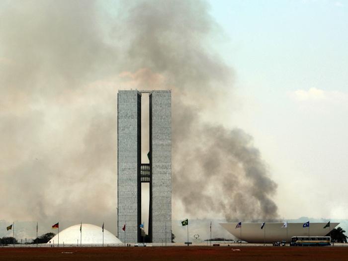 incêndio-bsb-palácio-alvorada-700x525-20110924