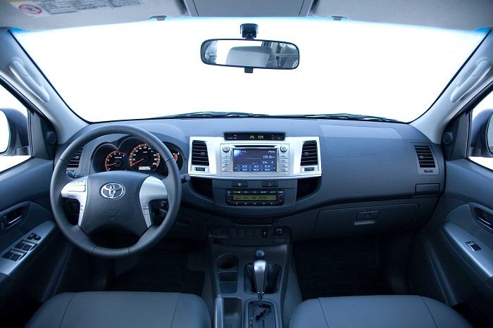 Hilux interior G