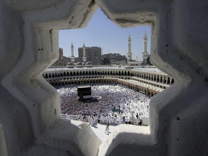Muçulmanos do mundo todo começaram nesta sexta-feira (4) a peregrinação rumo à cidade de Meca, na Arábia Saudita. Esta data, também chamada de Hajj, é um d...