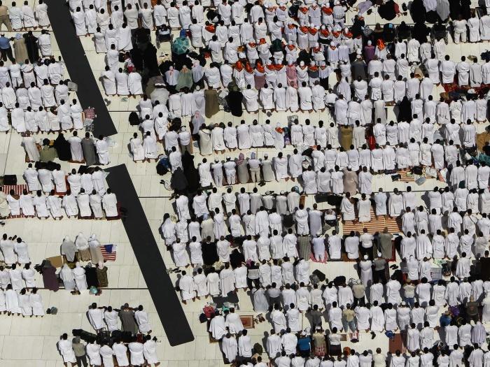 Meca é considerada a cidade mais sagrada para a religião islâmica, e seus adeptos costumam rezar (em qualquer lugar do mundo) sempre virados para ela. Anua...