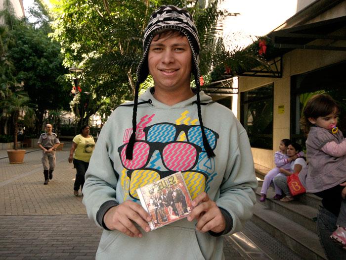 Thiago Henrique, de 16 anos, de Apia, interior de São Paulo, viajou nove horas de ônibus. Fã de Carla Diaz, a Márcia de Rebelde (Record), entregou uma cart...