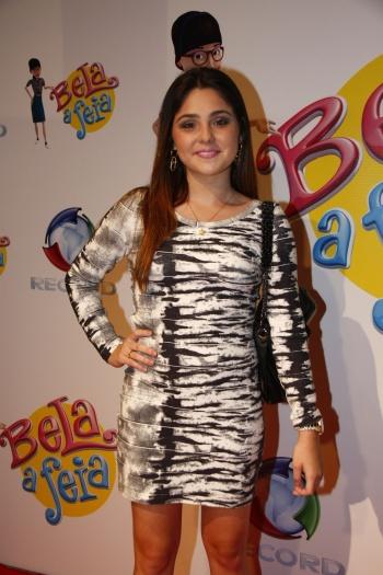A jovem atriz Marcela Barrozo, que vive a personagem Cacau em Vidas em Jogo (Record), também adora parecer um mulherão nas festas