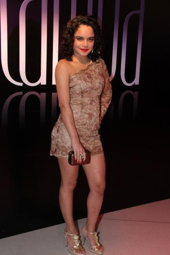 A atriz Carol Macedo, que interpreta a funkeira Solange na novela Fina Estampa (Globo), gosta de fazer o estilo mulherão dentro e fora das telinhas. Mesmo ...