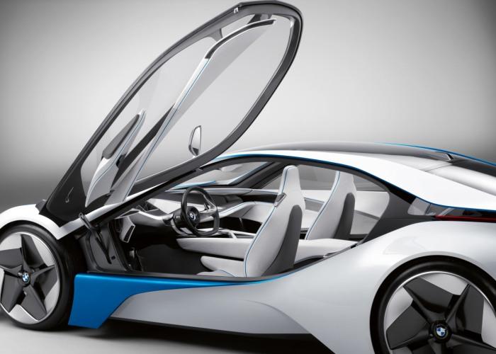 À primeira vista, o que mais chama a atenção no BMW Vision EfficientDynamics é o desenho futurista e as amplas e fluidas superfícies de vidro, que ajudam a...