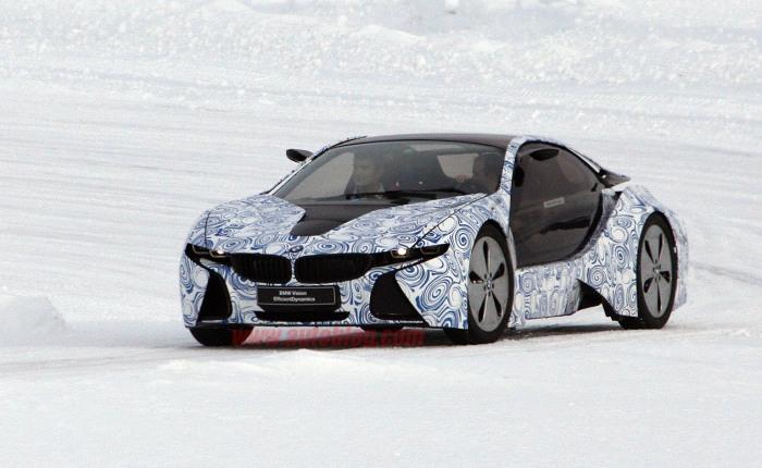 Se você está achando toda essa história conceitual e futurista demais, saiba que a BMW já trabalha na construção do i8, modelo híbrido inspirado no conceit...