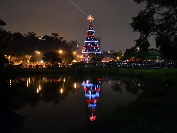 http://i2.r7.com/arvore-natal2-g-20111205.jpg