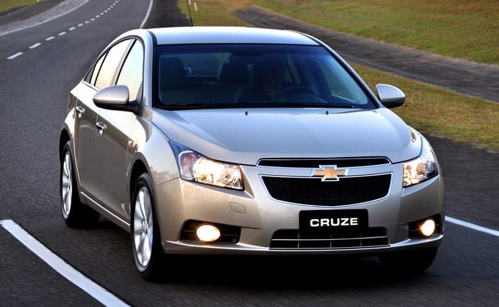 Chevrolet Cruze - O sedã médio da General Motors assumiu a segunda colocação no segmento em novembro. Leia o test-drive do Chevrolet Cruze.Com 2.823 unida...