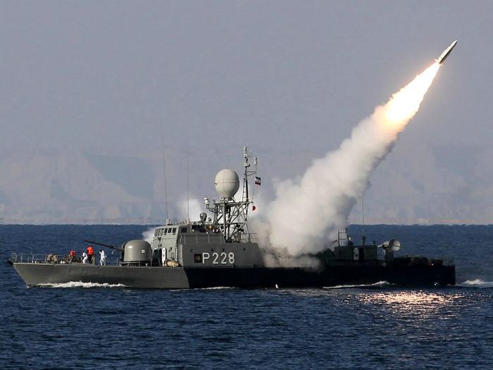 Marinha iraniana testa mísseis em manobras no Golfo