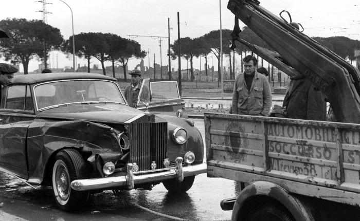 Vamos encerrar com estilo. Esse Rolls-Royce aí pertencia a ninguém menos que Elizabeth Taylor, a estrela do cinema que morreu no ano passado. O responsável...