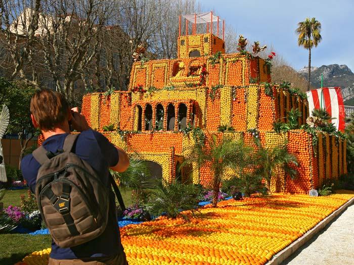 Festa reúne esculturas feitas de limão e laranjas  Foto 2