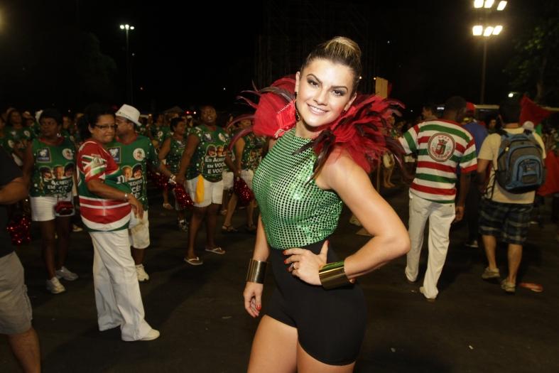Mirella Santos combina mais com olhos azuis ou castanhos? - Foto ...