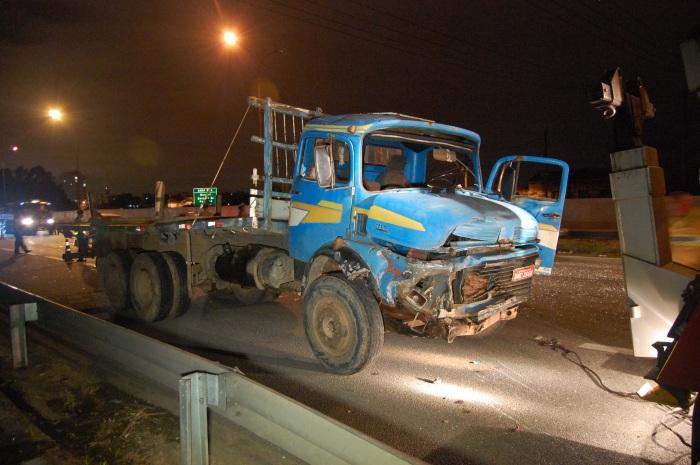 Caminhão acidente rodovia Castello Branco G