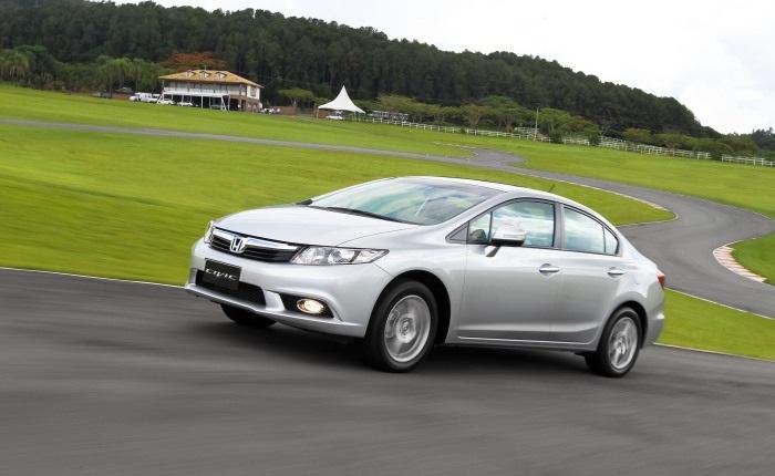 Honda Civic manual e automático (etanol/gasolina): 7,3/10,5 km/l (cidade) e 10/13,4 km/l (estrada)