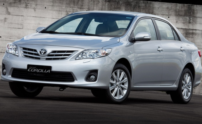 Toyota Corolla 1.8 (etanol/gasolina): 7/10,2 km/l (cidade) e 9,6/13,5 km/l (estrada) na versão com câmbio manual; 7,1/10,5 km/l (cidade) e 9,1/13,3 km/l (e...