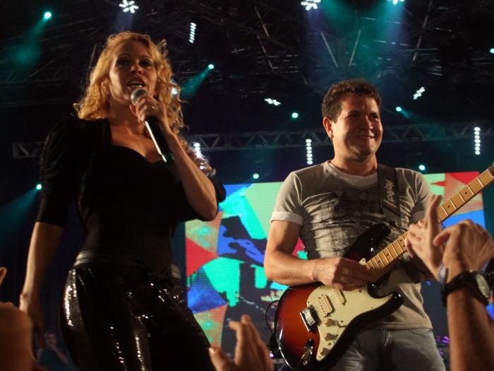 Joelma e Chimbinha, da banda Calypso, durante show que faz parte das comemorações dos 475 anos do Recife