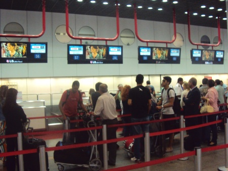 Passageiros consideram que Aeroporto JK está longe do ideal