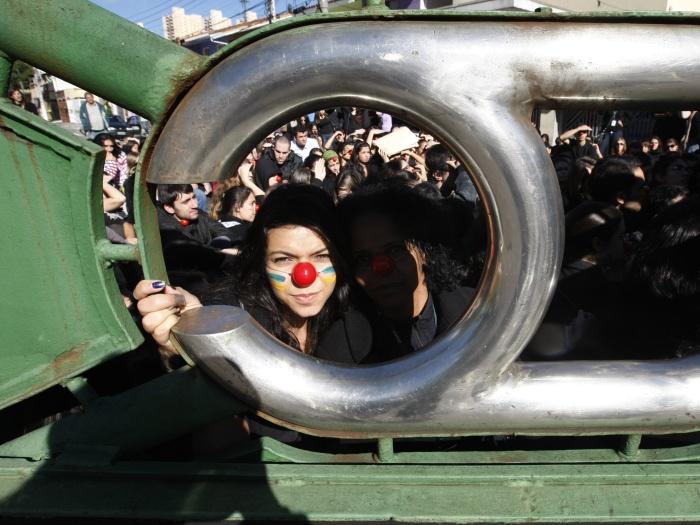 http://i2.r7.com/alunos-unifesp-greve-TL-20120518.jpg