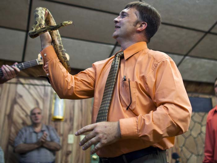 Mack Wolford, cobra, pastor, eua, 700