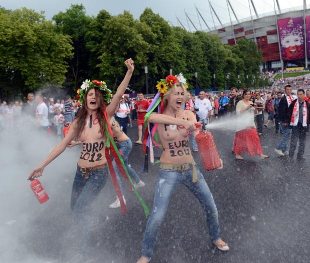 JANEK SKARZYNSKI / AFP