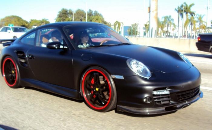 Talvez um dos exemplares mais impressionantes da coleção de carros de Justin Bieber seja o Porsche 911 Turbo