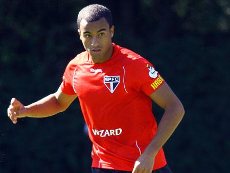São Paulo contraria Lucas e diz que jogador fica até o fim do contrato