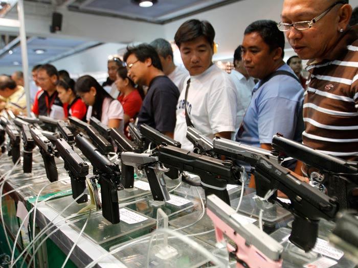 Filipinos demonstram paixão pelas armas em feira - Internacional - R7