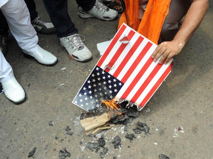 Resultado de imagem para bandeira americana protesto