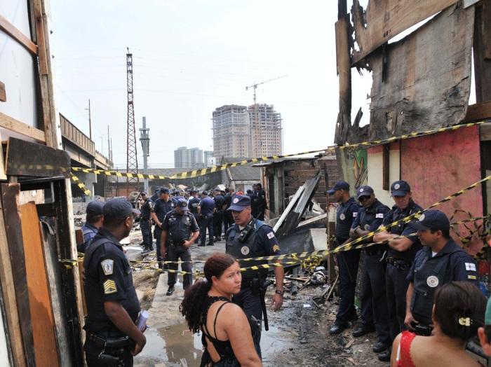 GCM impede moradores Favela do Moinho