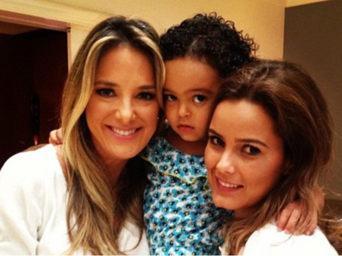 Ticiane pinheiro agarra filha de den lson famosos e tv r7 for Muralha e sua esposa