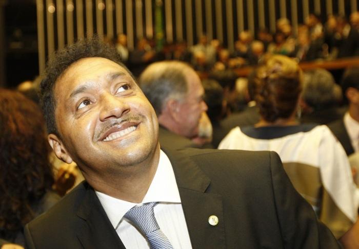 Além do salário, deputados têm verba extra de até R$ 34,2 mil para aluguel, viagem de avião e celular