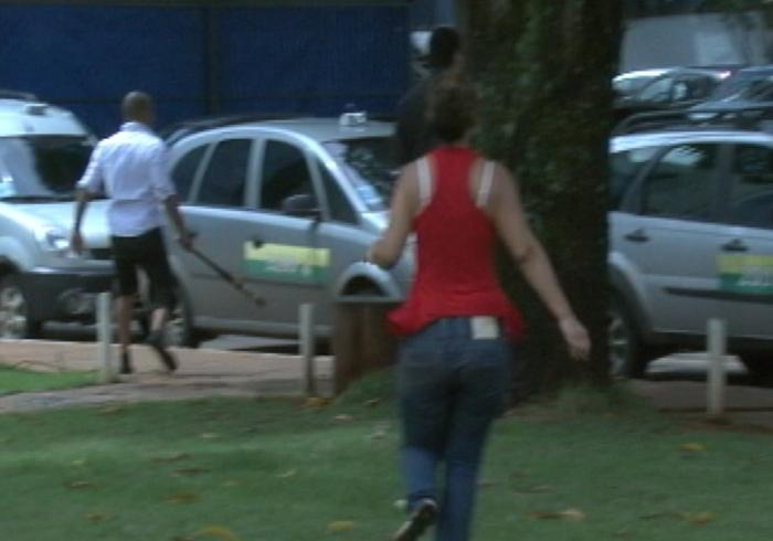 Após briga de trânsito na região central de Brasília, taxista agride ...