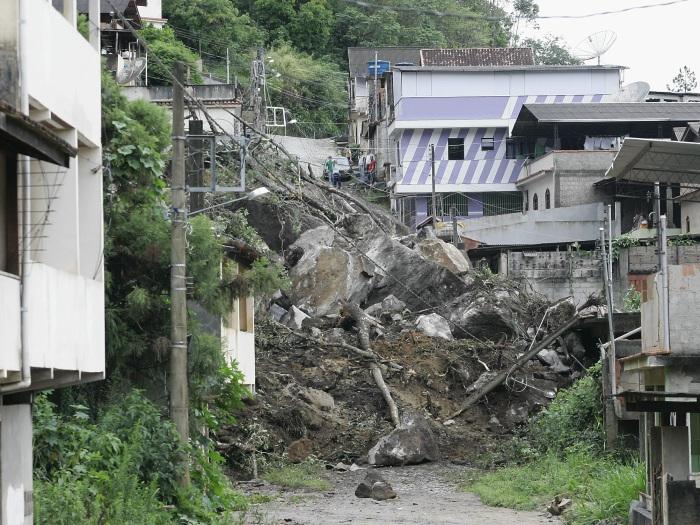 Deslizamento De Pedras Destr I Casas Em Friburgo