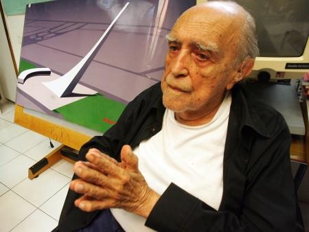Apesar da idade avançada, Niemeyer ainda trabalhava diariamente e não se queixava de graves problemas de saúde até ser internado