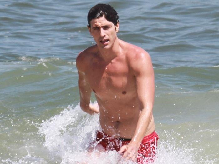 Na Praia E Tasca Beijo Em Ellen Rocche Foto Famosos Tv R