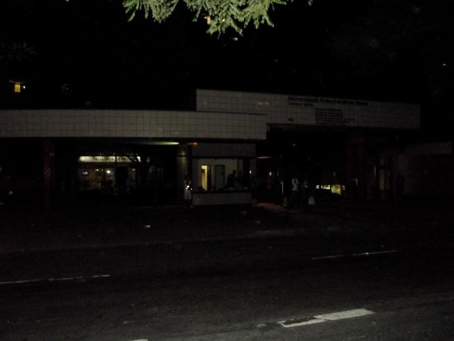 Iluminação fraca em BH deixa pedestres reféns da escuridão ...
