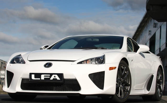 O Lexus LFA, carrão de R$ 2,9 milhões, não está mais à venda no Brasil. Segundo um funcionário da única concessionária da marca no País, localizada em São ...