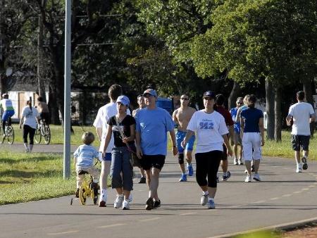 Pesquisas mostram que baixo índice de obesidade está ligado diretamente à preocupação da população com práticas esportivas