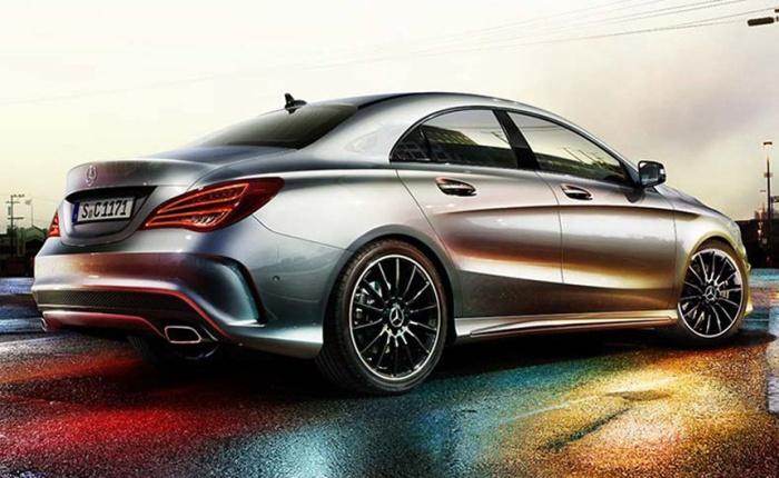 As fotos do Mercedes CLA de produção indicam tratar-se da versão esportiva AMG. O modelo será o primeiro carro da divisão de performance do grupo a ter tra...