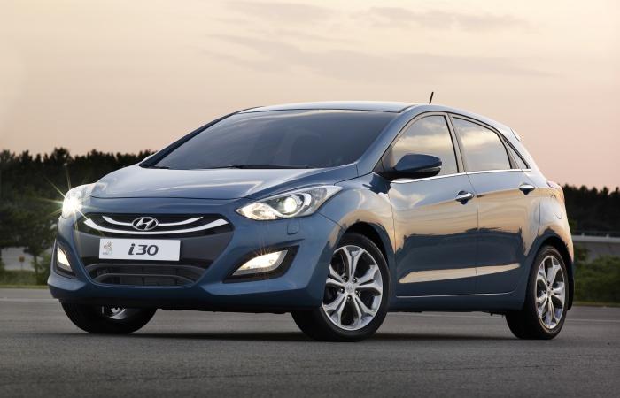 Restrito pelo baixo volume de vendas imposto pelo governo, o novo Hyundai i30 só deverá voltar a figurar nos primeiros lugares da categoria em 2014 quando,...