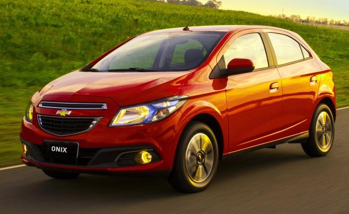 O Chevrolet Onix teve aumento no valor de todas suas versões com o novo IPI. As alíquotas terão um aumento gradativo até retornar ao valor integral. A vers...