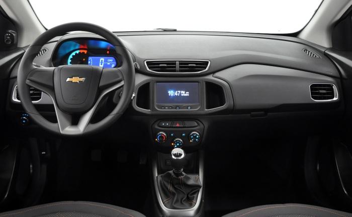 A versão 1.0 LT conta com travas elétricas das portas e do porta-malas, vidros dianteiros elétricos e alarmeConfira tambémChevrolet anuncia recall do O...