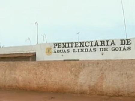Polícia flagra menor jogando droga pelo muro de presído em Águas Lindas de Goiás