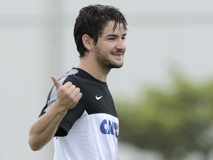 M&eacute;dico projeta estreia de Pato para daqui 15 a 20 dias - Futebol - R7