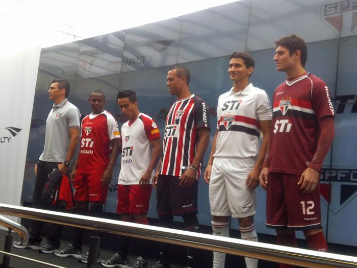 São Paulo e Penalty apresentam novo uniforme do Tricolor ...