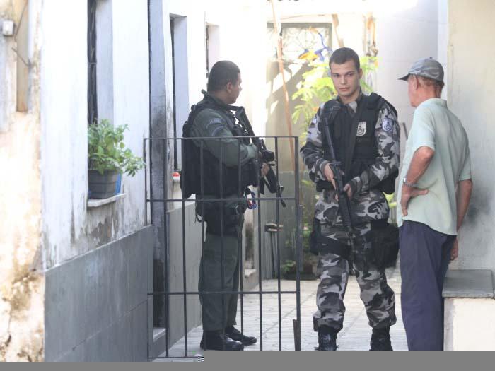 Operação da Polícia Militar apreende um suspeito e drogas na zona oeste do Rio