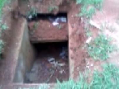 Chuva deixa túmulos abertos e caixões expostos em cemitério de ...