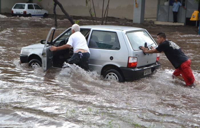 Carros nacionais são frágeis para encarar enchentes - Carros - R7